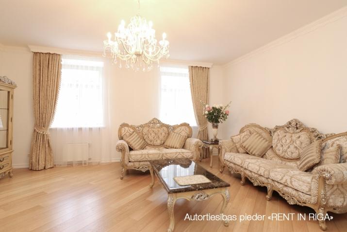 Объявление. Сдается в аренду трехкомнатная квартира в современном жилом и гостиничном комплексе. Возможно Цена: 1350 EUR/мес. Foto #5