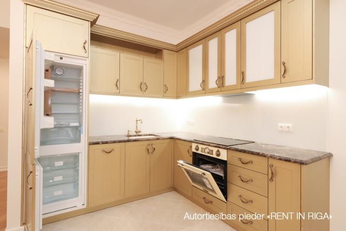 Объявление. Сдается в аренду трехкомнатная квартира в современном жилом и гостиничном комплексе. Возможно Цена: 1350 EUR/мес. Foto #1