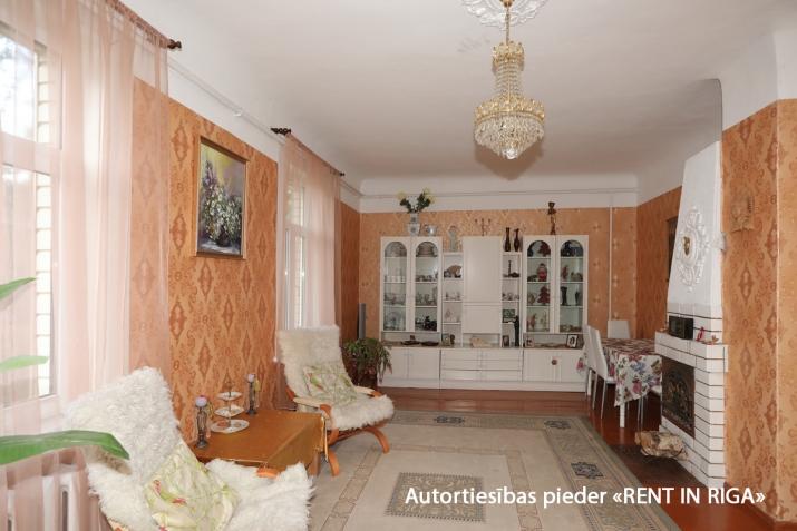 Sludinājumi. Gleznainā Jūrmalas rajonā-Priedainē pārdošanai tiek piedāvts privātīpašums. 2-stāvu ģimenes māja. Cena: 180000 EUR Foto #1