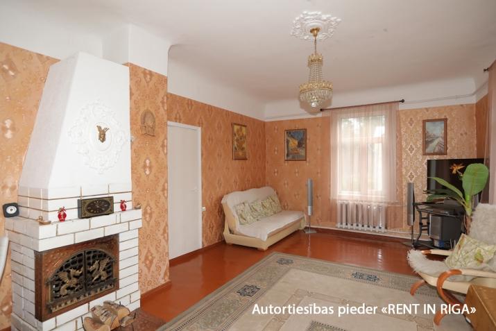 Sludinājumi. Gleznainā Jūrmalas rajonā-Priedainē pārdošanai tiek piedāvts privātīpašums. 2-stāvu ģimenes māja. Cena: 180000 EUR Foto #2