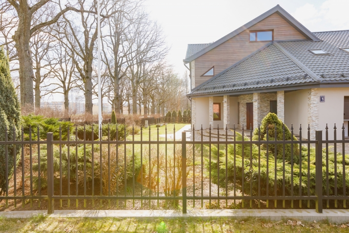 Sludinājumi. Tiek pārdota plaša un kvalitatīva māja vienā prestižākiem Vidzemes rajoniem.  Māja ir izvietota 4 Cena: 370000 EUR Foto #1