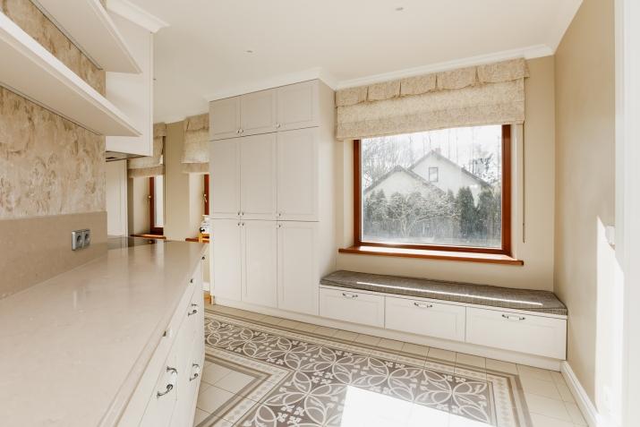 Sludinājumi. Tiek pārdota plaša un kvalitatīva māja vienā prestižākiem Vidzemes rajoniem.  Māja ir izvietota 4 Cena: 370000 EUR Foto #4