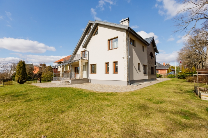 Sludinājumi. Tiek pārdota plaša un kvalitatīva māja vienā prestižākiem Vidzemes rajoniem.  Māja ir izvietota 4 Cena: 370000 EUR Foto #5