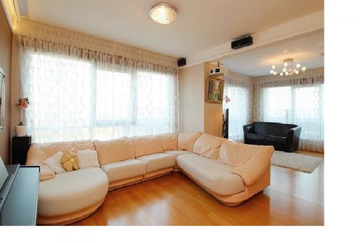 Sludinājumi. Dzīvoklis Panorama Plaza projektā.  - 50 m2 terase ar žilbinošiem skatiem uz Vecrīgu un plašo Cena: 340000 EUR Foto #2