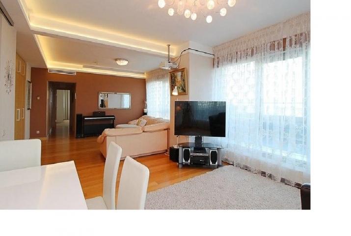 Sludinājumi. Dzīvoklis Panorama Plaza projektā.  - 50 m2 terase ar žilbinošiem skatiem uz Vecrīgu un plašo Cena: 340000 EUR Foto #5