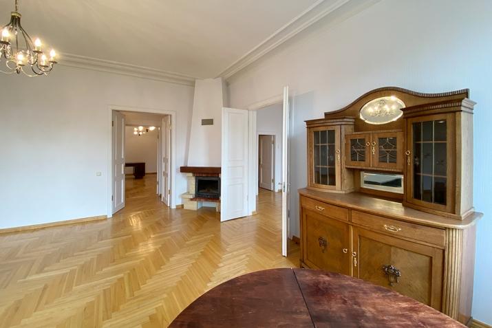 Sludinājumi. Reprezentabls dzīvoklis pašā pilsētas centrā. No loga paveras skats uz Rīgas kanāla parku un Cena: 342000 EUR Foto #3