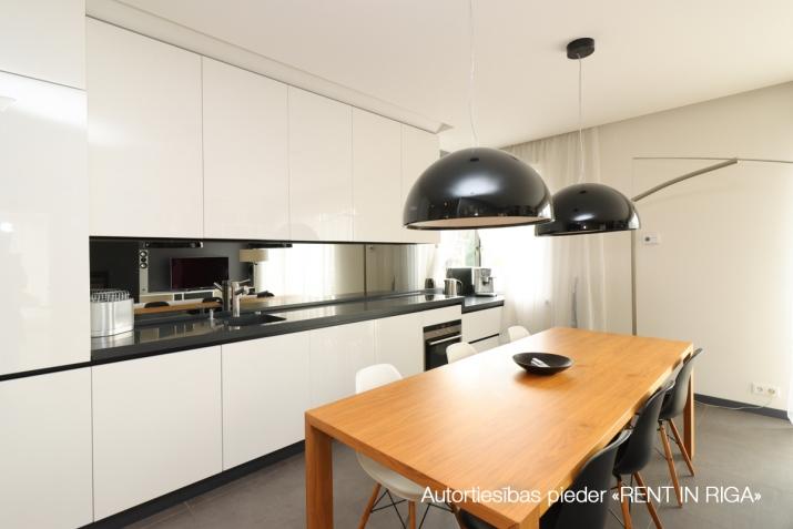 Объявление. Сдается квартира в Булдури, 1 линия (Bulduru prospekts), 2 этаж, лифт, на длительный срок. Три Цена: 1500 EUR/мес. Foto #3