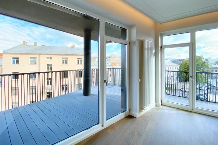 Sludinājumi. Jauns dzīvoklis ar plašu balkonu Klusajā centrā, Mednieku ielā. Dzīvoklis tiek pārdots ar Cena: 320000 EUR Foto #2