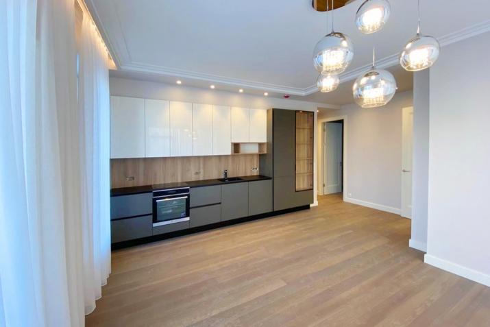 Sludinājumi. Jauns dzīvoklis ar plašu balkonu Klusajā centrā, Mednieku ielā. Dzīvoklis tiek pārdots ar Cena: 320000 EUR Foto #3
