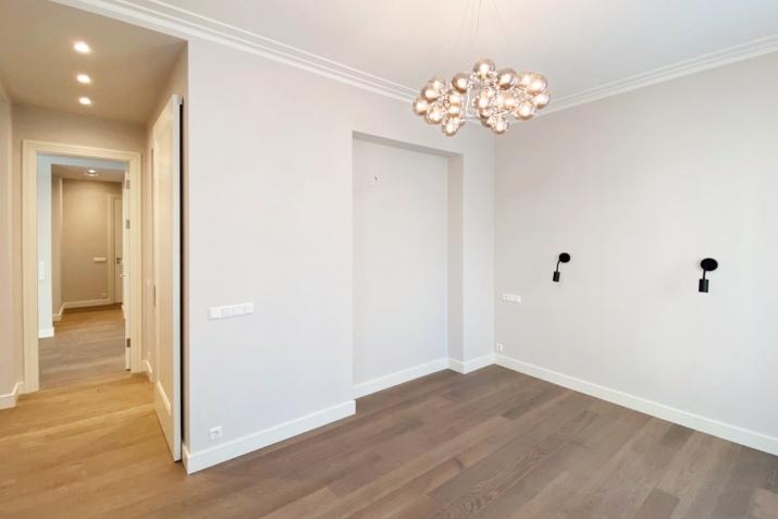 Sludinājumi. Jauns dzīvoklis ar plašu balkonu Klusajā centrā, Mednieku ielā. Dzīvoklis tiek pārdots ar Cena: 320000 EUR Foto #5