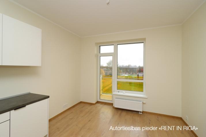 Sludinājumi. Divu istabu dzīvoklis projektā \'Ezerparka Nami\'. Dzīvokļa plānojums: viena izolēta istaba, Cena: 480 EUR/mēn Foto #2