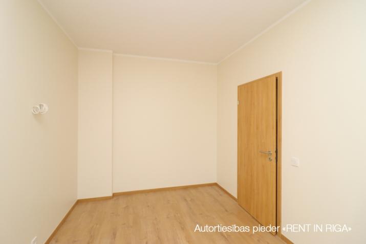 Sludinājumi. Divu istabu dzīvoklis projektā \'Ezerparka Nami\'. Dzīvokļa plānojums: viena izolēta istaba, Cena: 480 EUR/mēn Foto #4