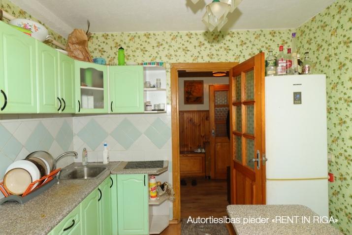 Объявление. Продаётся уютная трёхкомнатная квартира в Плявниеках.  Хорошее месторасположение. В шаговой Цена: 53500 EUR Foto #2