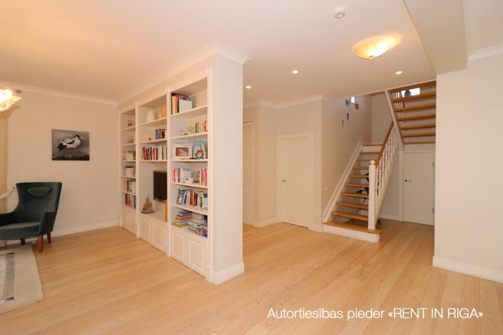 Sludinājumi. Tiek pārdota mājīga, pārdomāta, kompakta privātmāja Majoros. Māja atrodas 10 minūšu gājiena Cena: 340000 EUR Foto #6