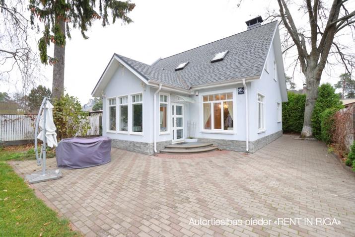 Sludinājumi. Tiek pārdota mājīga, pārdomāta, kompakta privātmāja Majoros. Māja atrodas 10 minūšu gājiena Cena: 340000 EUR Foto #1