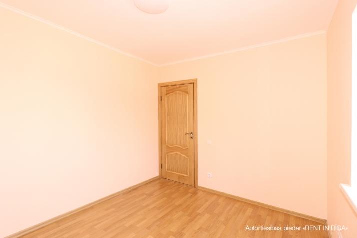 Объявление. Продается новый двухэтажный дом с белой отделкой.  Дом построен из высоко качественных материалов. Цена: 199500 EUR Foto #2