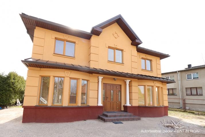 Объявление. Продается новый двухэтажный дом с белой отделкой.  Дом построен из высоко качественных материалов. Цена: 199500 EUR Foto #1
