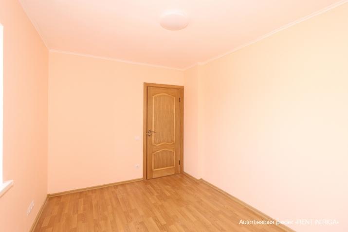 Объявление. Продается новый двухэтажный дом с белой отделкой.  Дом построен из высоко качественных материалов. Цена: 199500 EUR Foto #4
