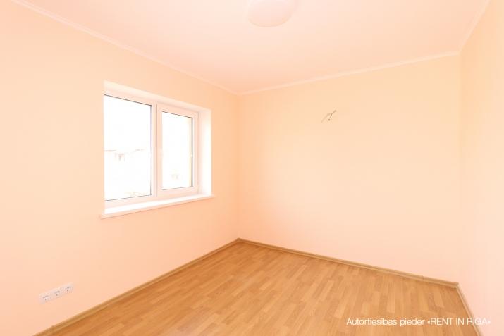 Объявление. Продается новый двухэтажный дом с белой отделкой.  Дом построен из высоко качественных материалов. Цена: 199500 EUR Foto #5