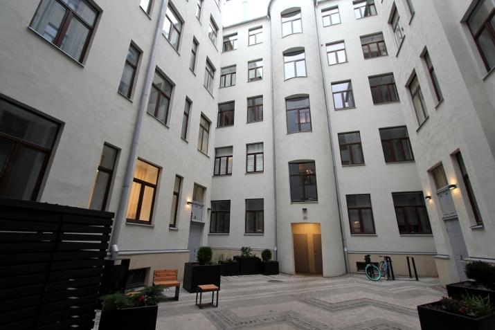 Объявление. Предлагаем недавно отремонтированную квартиру-студию в центре Риги. Квартира оборудована мебелью и Цена: 420 EUR/мес. Foto #1