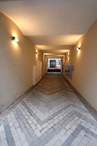 Объявление. Предлагаем недавно отремонтированную квартиру-студию в центре Риги. Квартира оборудована мебелью и Цена: 420 EUR/мес. Foto #2