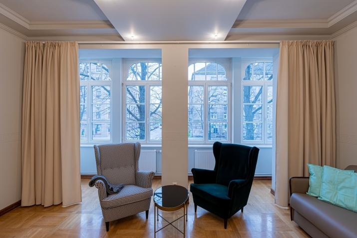Sludinājumi. Renovēta biroju ēka ar plašu autostāvvietu, kuru var izmantot dažādiem uzņēmējdarbības veidiem. Cena: 750000 EUR Foto #2
