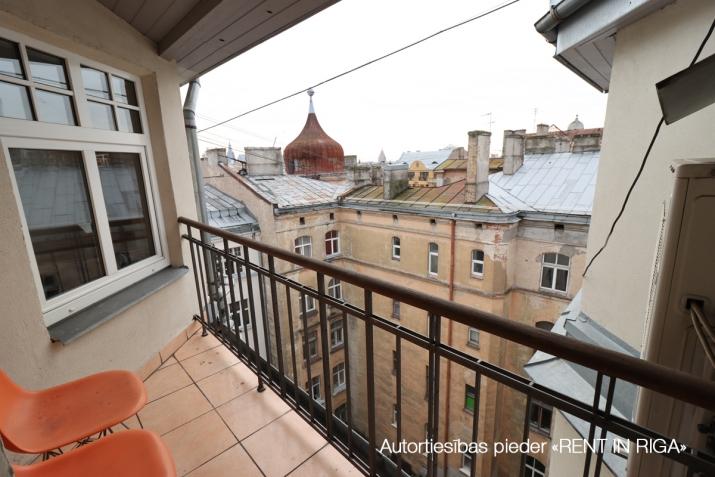 Sludinājumi. 6-istabu mansardstāva dzīvoklis (ar liftu) Rīgas centrā.   + Šogad atjaunota nama fasāde; + 5. Cena: 1550 EUR/mēn Foto #5