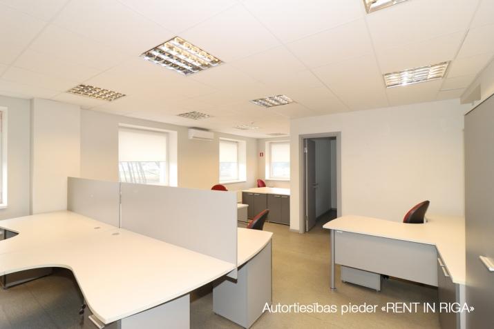 Sludinājumi. Birojs Šķirotavā.  + 2. stāvs. + Platība sastāv no koridora/recepcijas, trīs kabinetiem, virtuves Cena: 1392 EUR/mēn Foto #3
