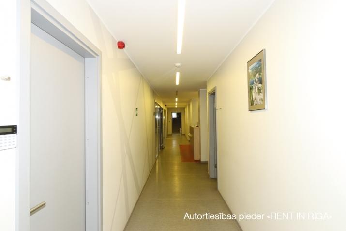 Sludinājumi. Birojs Šķirotavā.  + 2. stāvs. + Platība sastāv no koridora/recepcijas, trīs kabinetiem, virtuves Cena: 1392 EUR/mēn Foto #4