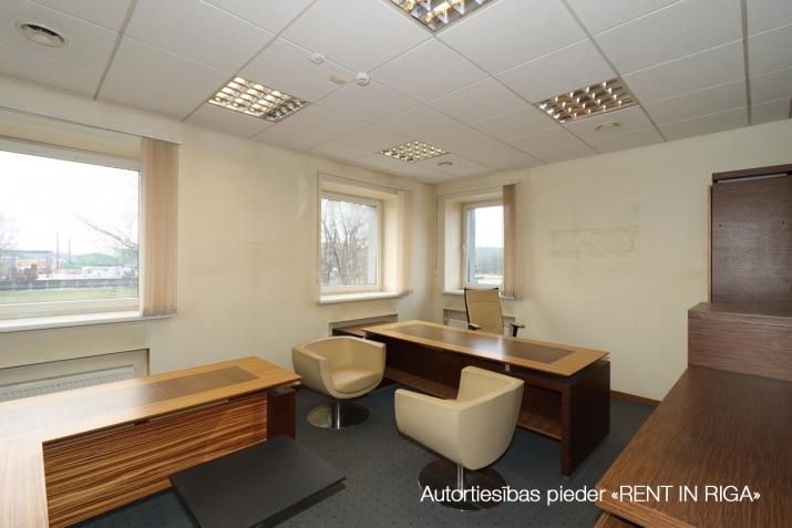 Sludinājumi. Birojs Šķirotavā.  + 2. stāvs. + Platība sastāv no koridora/recepcijas, 5 kabinetiem, pārrunu Cena: 1992 EUR/mēn Foto #2