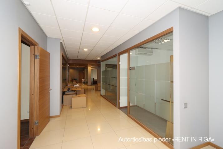 Sludinājumi. Birojs Šķirotavā.  + 2. stāvs. + Platība sastāv no koridora/recepcijas, 5 kabinetiem, pārrunu Cena: 1992 EUR/mēn Foto #3
