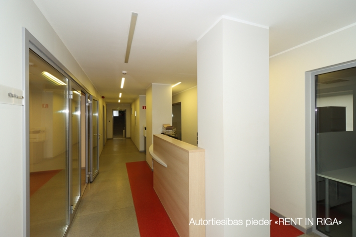 Sludinājumi. Birojs Šķirotavā.  + 2. stāvs. + Platība sastāv no koridora/recepcijas, 5 kabinetiem, pārrunu Cena: 1992 EUR/mēn Foto #4