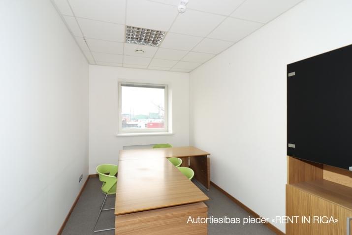 Sludinājumi. Birojs Šķirotavā.  + 2. stāvs. + Platība sastāv no koridora/recepcijas, 5 kabinetiem, pārrunu Cena: 1992 EUR/mēn Foto #5