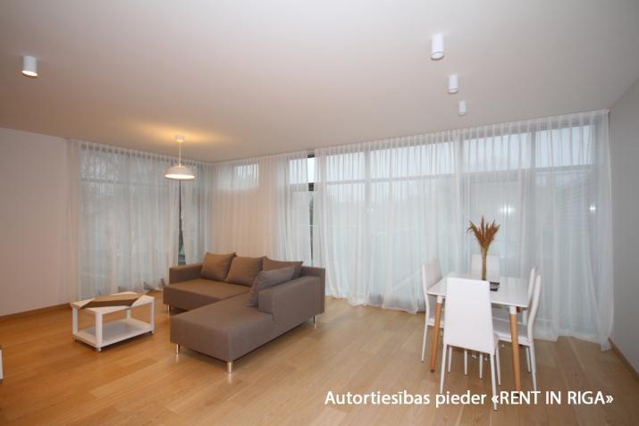 Sludinājumi. Tiek piedāvāts ekskluzivs dzīvoklis, kurš atrodas jaunajā projektā Jūrmalas vēsturiskajā, klusajā Cena: 336000 EUR Foto #2