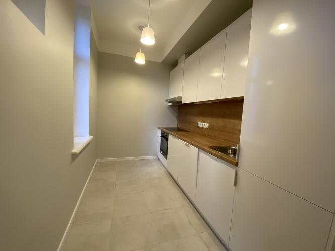 Sludinājumi. Mēbelēts 3 istabu īres dzīvoklis Kr. Barona ielā 76.  Dzīvokļa plānojums - plaša dzīvojamā istaba, Cena: 660 EUR/mēn Foto #3