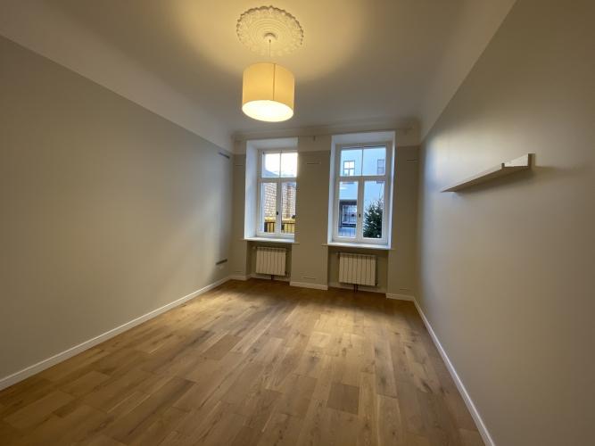 Sludinājumi. Mēbelēts 3 istabu īres dzīvoklis Kr. Barona ielā 76.  Dzīvokļa plānojums - plaša dzīvojamā istaba, Cena: 660 EUR/mēn Foto #4