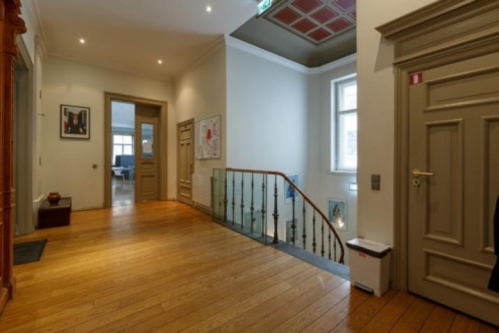 Объявление. Tiek iznomāta atsevišķi stāvoša biroja ēka.  + Trīs stāvi; + augstas kvalitātes remonts; + Цена: 12000 EUR/мес. Foto #4