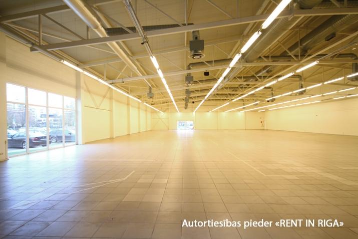 Sludinājumi. Iznomā telpas tirdzniecības centrā Mežciemā.   Telpas atrodas Hipokrāta ielā 26, ēkas 1. stāvā.   Cena: 4500 EUR/mēn Foto #1
