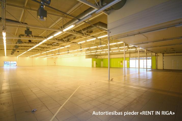 Sludinājumi. Iznomā telpas tirdzniecības centrā Mežciemā.   Telpas atrodas Hipokrāta ielā 26, ēkas 1. stāvā.   Cena: 4500 EUR/mēn Foto #2