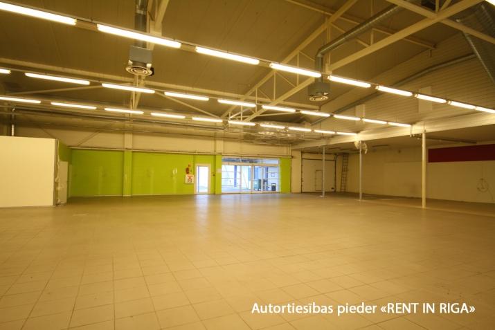 Sludinājumi. Iznomā telpas tirdzniecības centrā Mežciemā.   Telpas atrodas Hipokrāta ielā 26, ēkas 1. stāvā.   Cena: 7200 EUR/mēn Foto #4