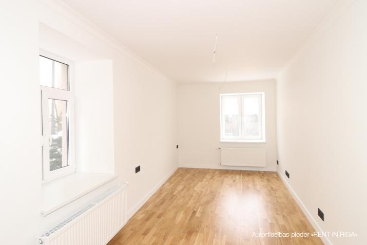 Объявление. Pārdod kvalitatīvu dzīvokli ar terasi jaunajā projektā \'Rēdera nami\', kas atrodas Daugavas krastā.  Цена: 45000 EUR Foto #1