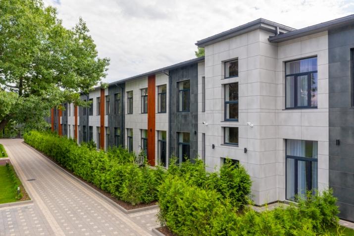 Sludinājumi. Vēlaties dzīvot mūsdienīgā dzīvoklī, kvalitatīvā mājā, kas atrodas sakoptā pilsētvidē, bet jums Cena: 105000 EUR Foto #1