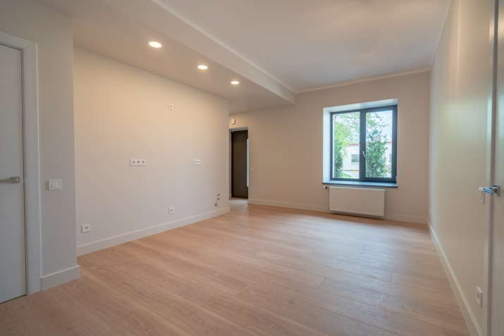 Sludinājumi. Vēlaties dzīvot mūsdienīgā dzīvoklī, kvalitatīvā mājā, kas atrodas sakoptā pilsētvidē, bet jums Cena: 75000 EUR Foto #2