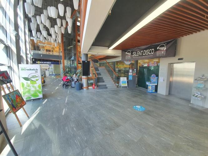 Sludinājumi. Iespēja nomāt telpas \'KORSO\' tirdzniecības centrā uz pašas Jomas ielas - Jūrmalā!  Zem piedāvājuma Cena: 3545 EUR/mēn Foto #4