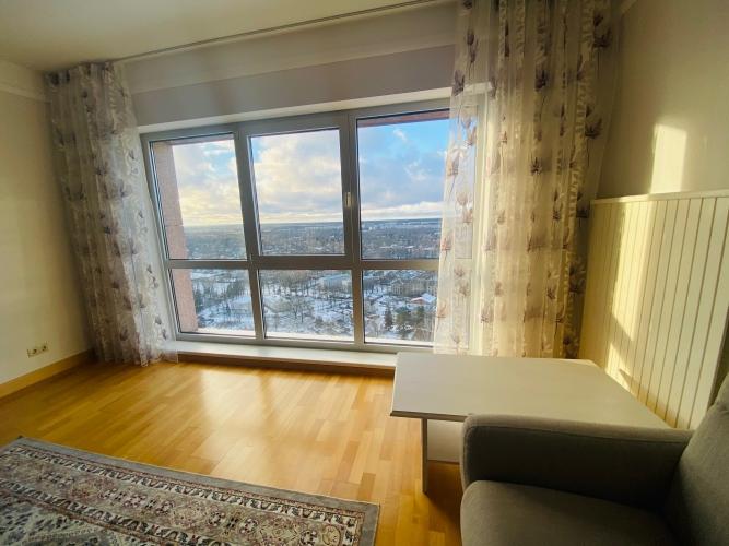 Sludinājumi. Tiek izīrēts plašs trīs istabu dzīvoklis daudzstāvu dzīvojamo namu un biznesa komplekā Panorama Cena: 800 EUR/mēn Foto #4