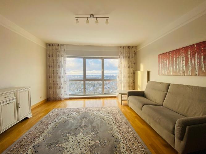 Sludinājumi. Tiek izīrēts plašs trīs istabu dzīvoklis daudzstāvu dzīvojamo namu un biznesa komplekā Panorama Cena: 800 EUR/mēn Foto #2