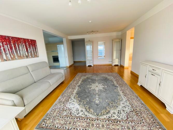 Sludinājumi. Tiek izīrēts plašs trīs istabu dzīvoklis daudzstāvu dzīvojamo namu un biznesa komplekā Panorama Cena: 800 EUR/mēn Foto #5