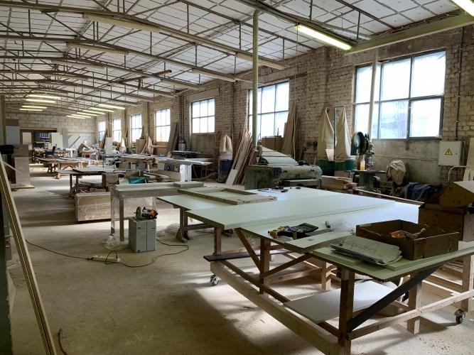 Sludinājumi. Pārdod nekustamo īpašumu komercdarbības izmantošanai.  Ražošanas telpas ar apkuri ~ 550 m2. Biroja Cena: 370000 EUR Foto #2