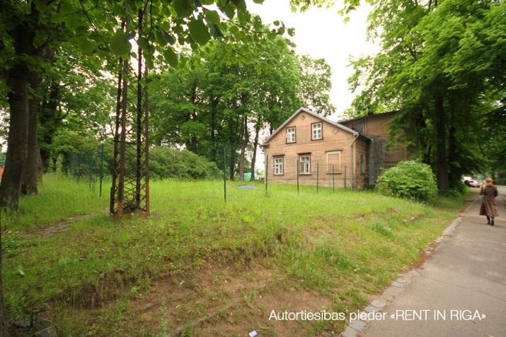 Sludinājumi. Tiek pārdots plašs zemes gabals ar piecu dzīvokļu ēku uz tās.  + Jaukta apbūve ar dzīvojamo Cena: 350000 EUR Foto #3