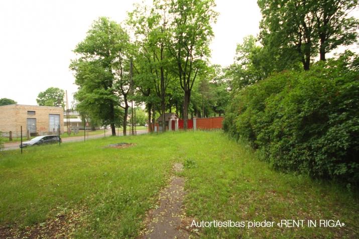 Sludinājumi. Tiek pārdots plašs zemes gabals ar piecu dzīvokļu ēku uz tās.  + Jaukta apbūve ar dzīvojamo Cena: 350000 EUR Foto #4
